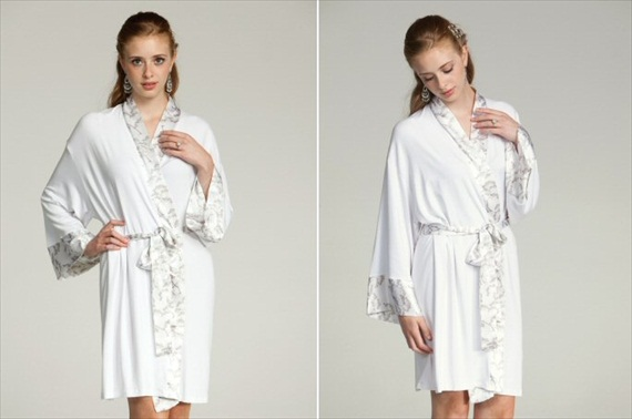 bridal robe in white - Gift Ideas for the Bride