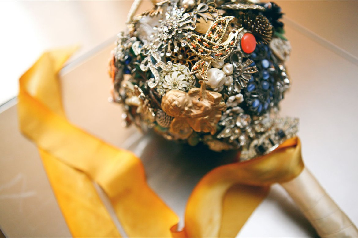 how to make a brooch bouquet with ribbon roses