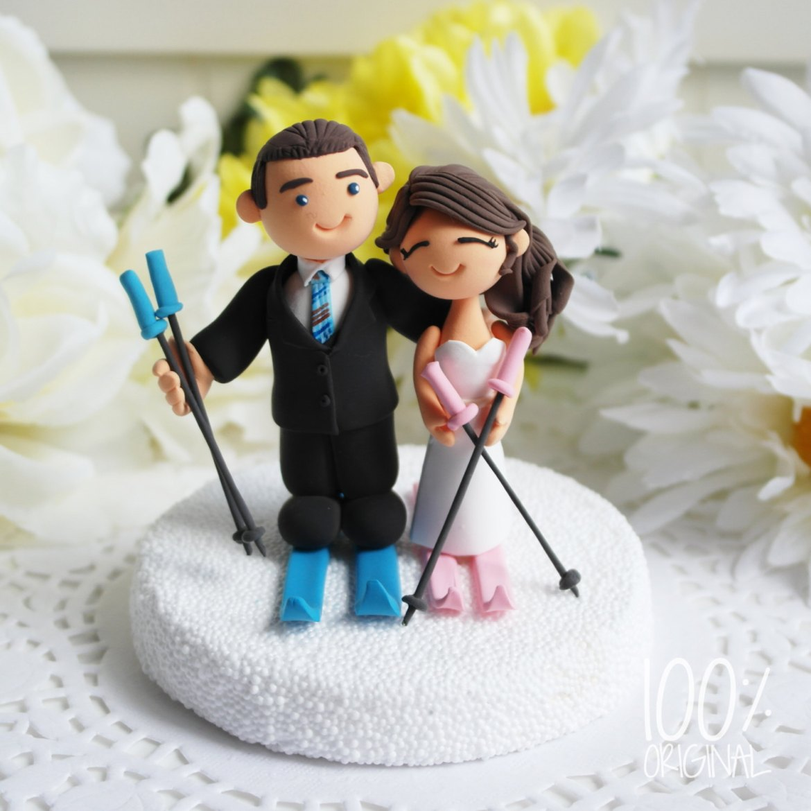 cake topper skiing couple - 9 Adorable Custom Made Cake Toppers via http://emmalinebride.com/decor/custom-made-cake-toppers/