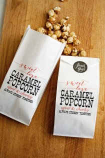caramel-popcorn-wedding-favor-bags