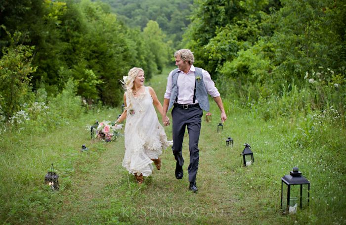 carefree bride and groom | via 7 Helpful Tips to Be on Time for Your Wedding