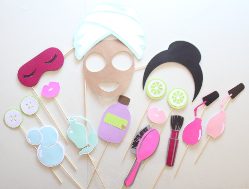 cute spa day bachelorette party photo props | bachelorette spa party http://emmalinebride.com/bachelorette/spa-party/