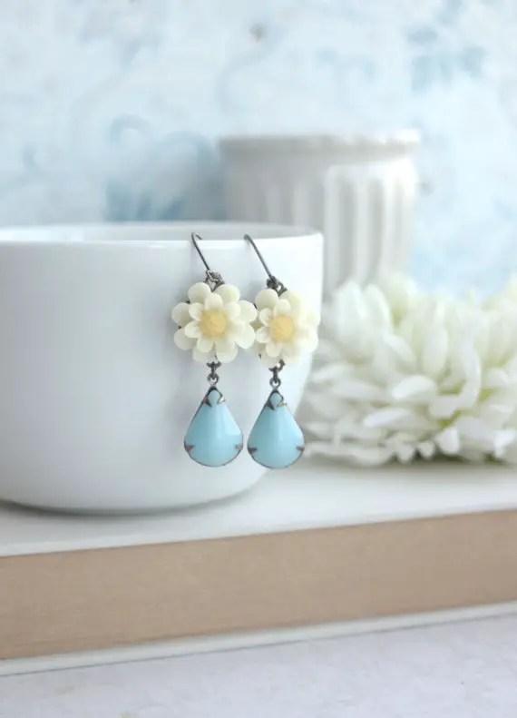 daisy earrings by marolsha | daisy ideas theme weddings