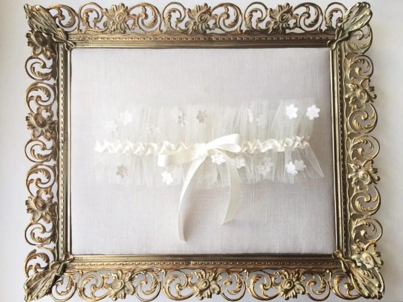 daisy garter by AnnaMarguerite | daisy ideas theme weddings