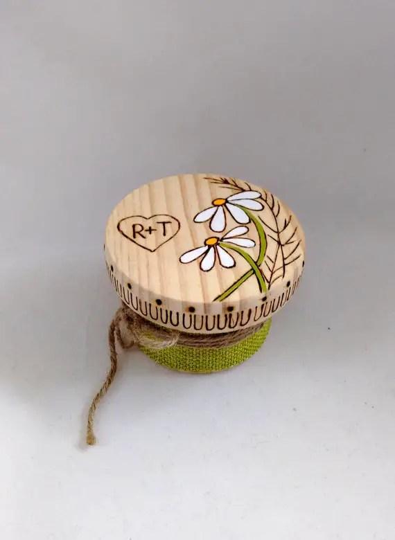 daisy ring box by himaria | daisy ideas theme weddings