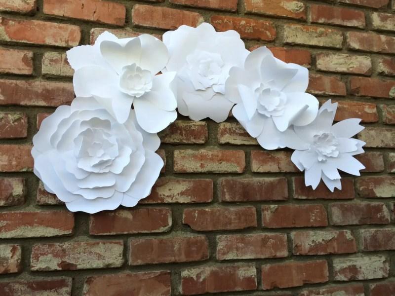 paper flower backdrop   Best DIY Wedding Projects via http://emmalinebride.com/decor/best-wedding-diy-projects/
