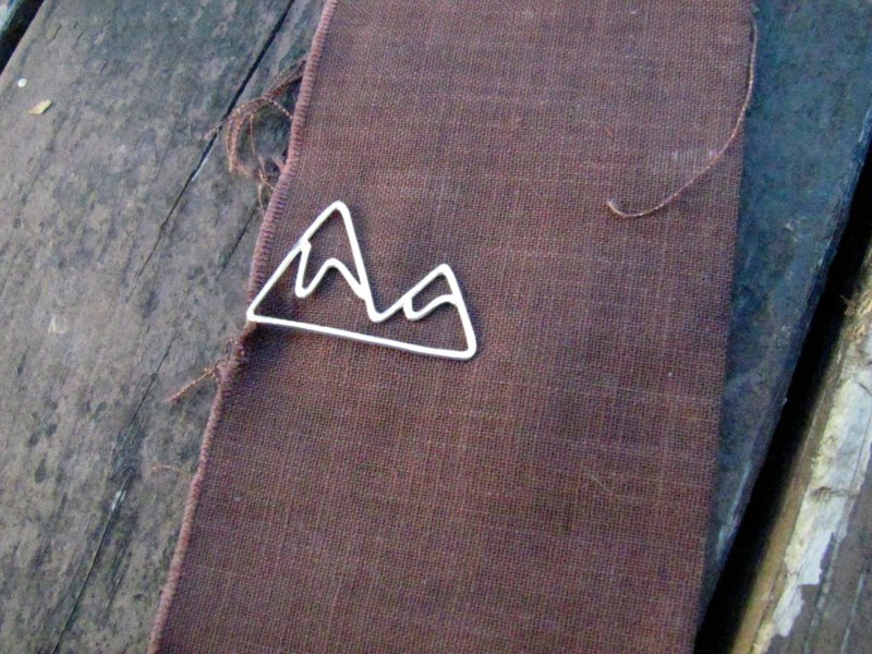 ekmetals mountain tie clip | 50+ Amazing Mountain Wedding Ideas http://emmalinebride.com/rustic/mountain-wedding-ideas/