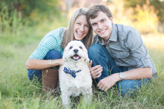 7 Engagement Photo Tips (via EmmalineBride.com) - photo by charity maurer