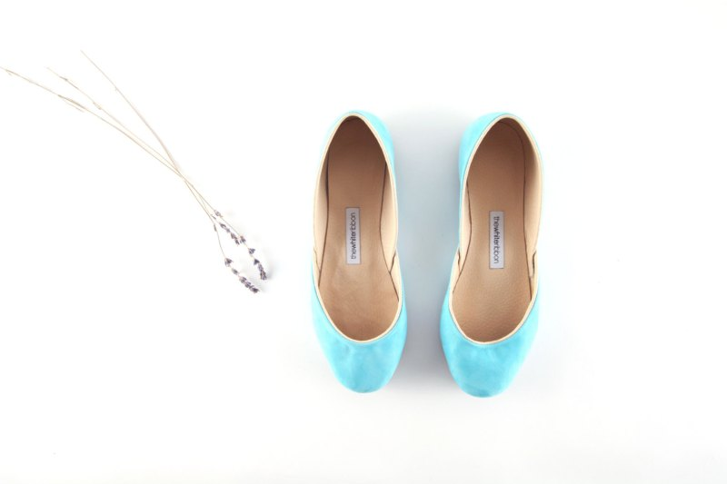 flats in tiffany blue | via 31 Best Handmade Wedding Shoes http://emmalinebride.com/bride/handmade-wedding-shoes/
