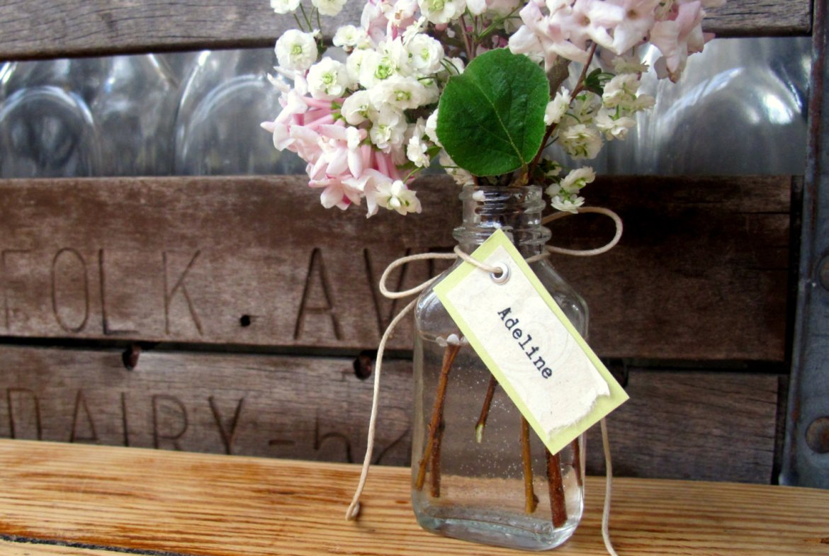 flower vase favors with tag