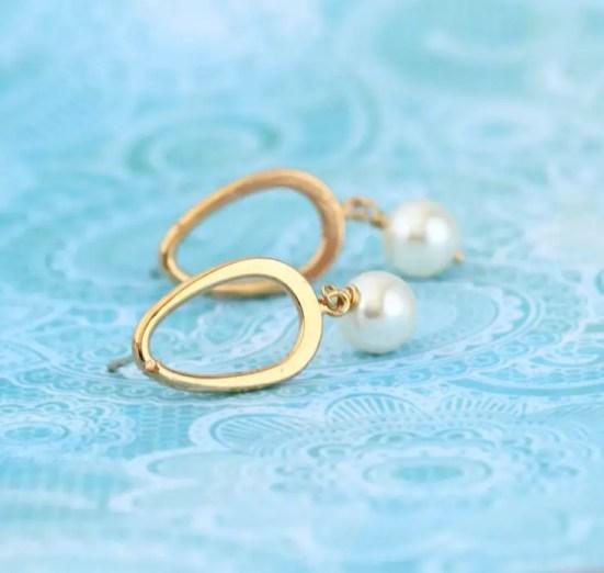 gold round hoop earrings pearls