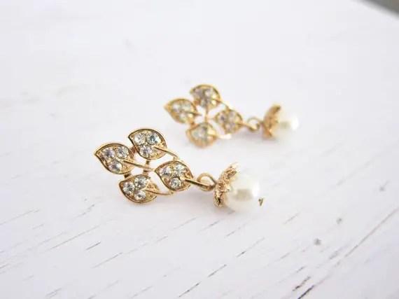 gold vine chandelier earrings | vintage bridal earrings | http://emmalinebride.com/bride/vintage-inspired-bridal-earrings