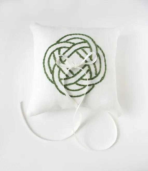 green celtic knot ring pillow via 8 Chic Linen Ring Pillows