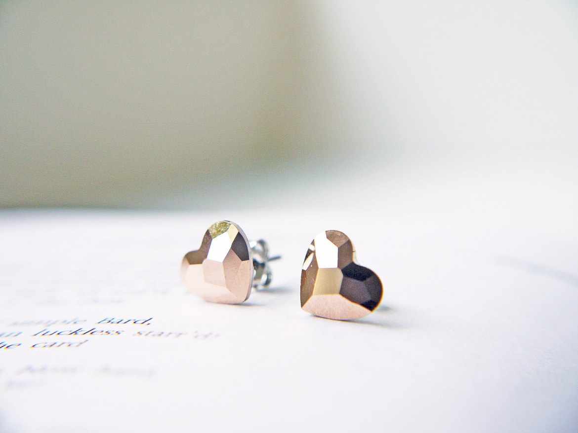 tiny heart earrings by kaorikaori | via emmalinebride.com