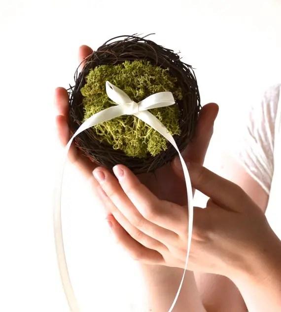 moss ring pillow nest