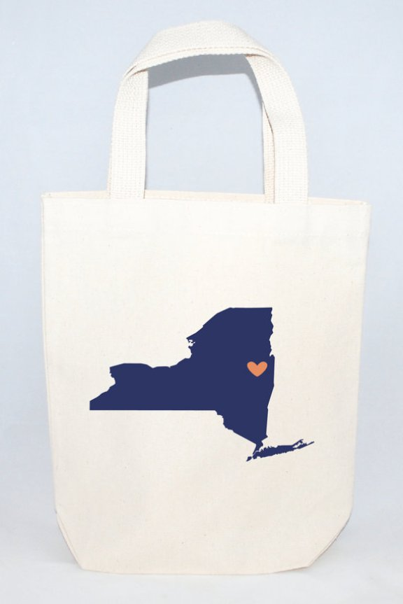 New York Tote Bag | What to Put in Wedding Welcome Bags | http://emmalinebride.com/planning/wedding-welcome-bags/