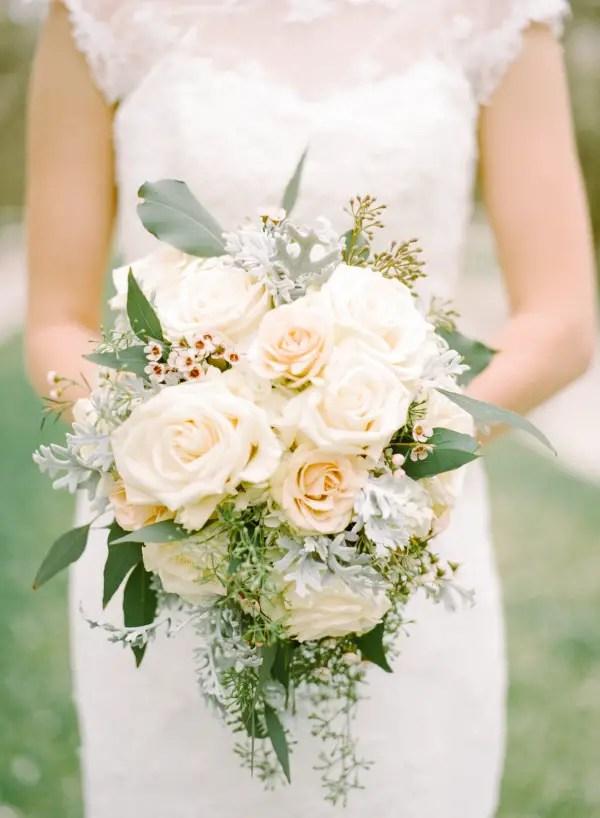 pale peach rose bouquet - photo: mariel hannah | rose bouquets weddings via http://emmalinebride.com/bouquets/rose-bouquets-weddings/