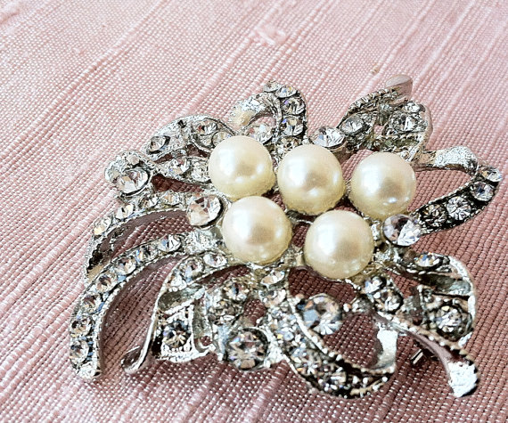 8 Ideas for Something Old, New, Borrowed, Blue (via EmmalineBride.com) - Brooch by Big Rock Bridal