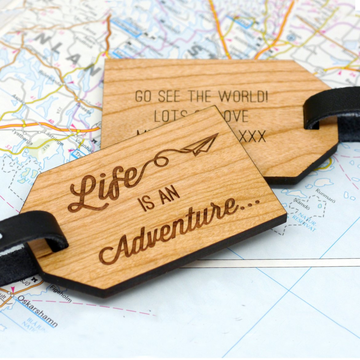 personalized luggage tag | gifts bridesmaids travel | http://emmalinebride.com/gifts/gifts-bridesmaids-travel