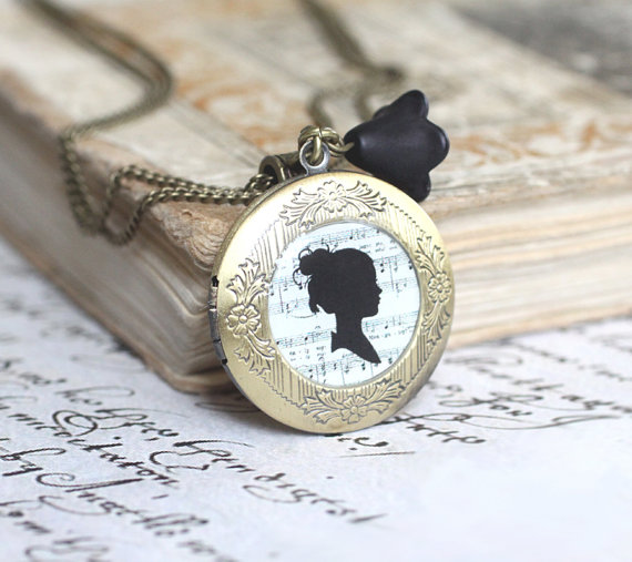 wedding necklace with silhouette