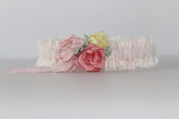 silk garter with roses via 5 Shabby Chic Wedding Garters at EmmalineBride.com