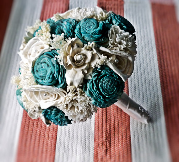 sola bouquet ivory turquoise (by Curious Crafts)