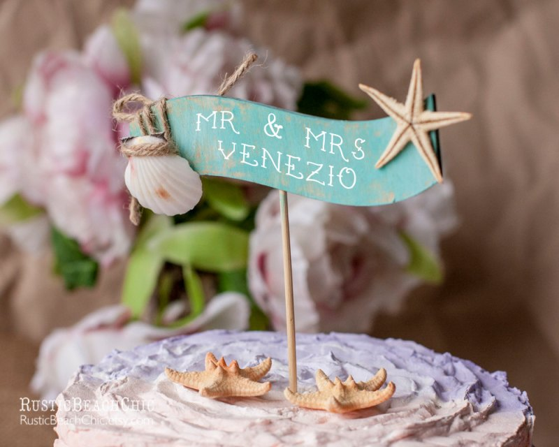 starfish cake topper | via starfish wedding ideas: http://emmalinebride.com/beach/starfish-wedding-ideas/
