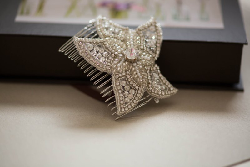 starfish hair comb | via starfish wedding ideas: http://emmalinebride.com/beach/starfish-wedding-ideas/