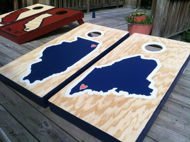 state themed corn hole boards via 25 State Ideas That Will Make Your Big Day More Awesome