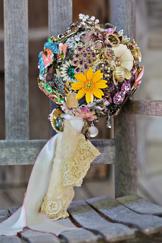 vintage brooches bouquet