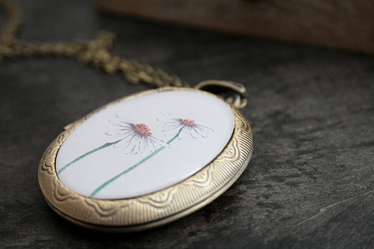 vintage daisy locket by TheBlueRabbitHouse | daisy ideas theme weddings