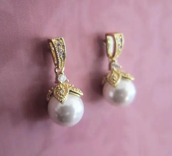 Vintage gold pearl earrings | vintage bridal earrings | http://emmalinebride.com/bride/vintage-inspired-bridal-earrings
