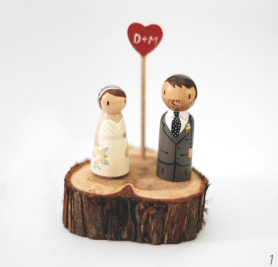 31 Amazing Wood Grain Wedding Ideas (couple cake topper on wood slab - by love birds goods)