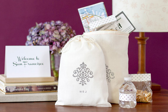 How to Welcome Guests to a Wedding- wedding welcome bag (by be collective)