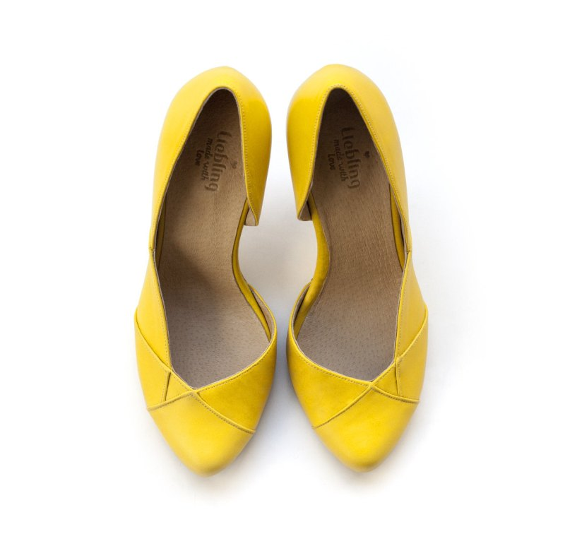 yellow handmade wedding shoes | via 31 Best Handmade Wedding Shoes http://emmalinebride.com/bride/handmade-wedding-shoes/