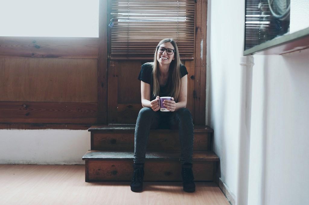 Laia Vives, diseñadora especializada en marcas e identidades dinámicas