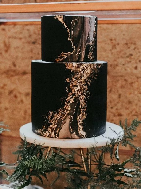 10 Brilliant Matter Black Wedding Cake Ideas For 2018