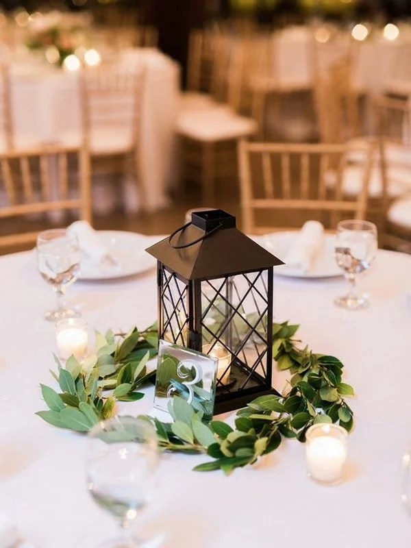 What are good colors for a fall wedding? 15 Simple But Elegant Wedding Centerpieces for 2021 Trends