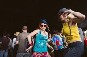 Dancers-in-fascinators_©_Emma-Marshall