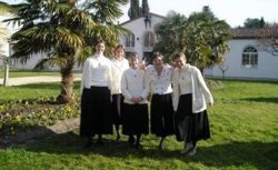 Consecrated sisters in the Emmanuel Community