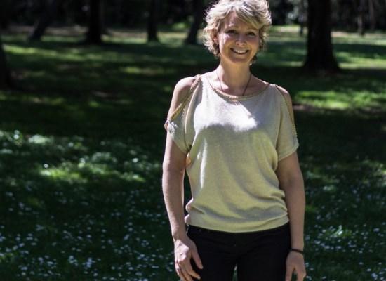 Emmanuelle Soulier dans un parc