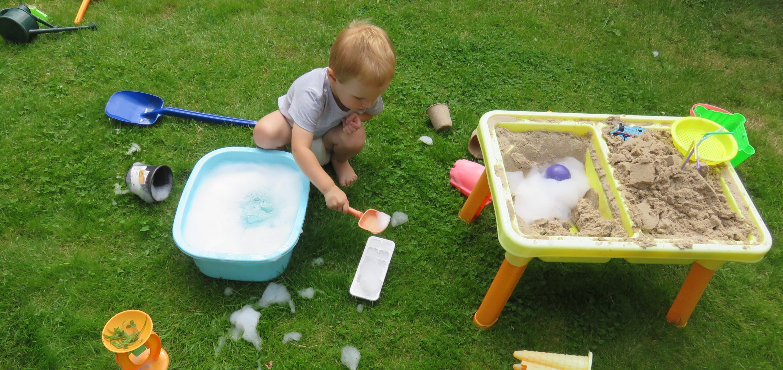 arts, crafts and messy play in the garden