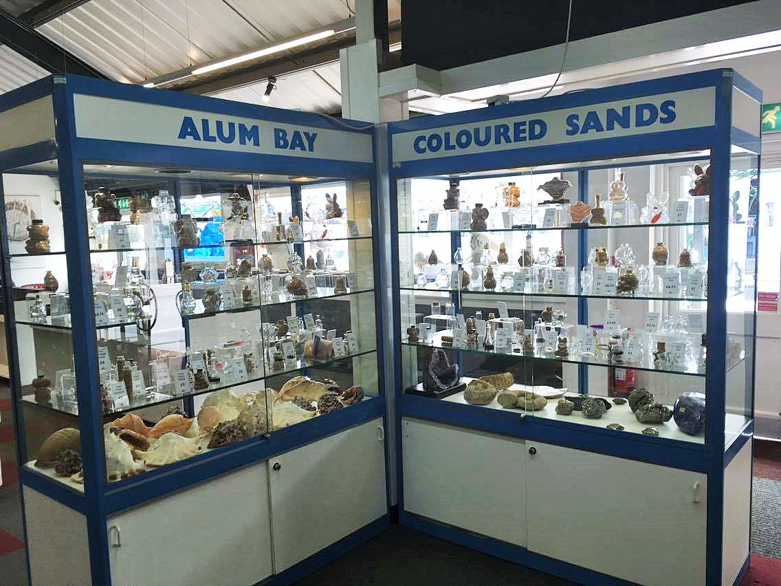 coloured sands display at alum bay