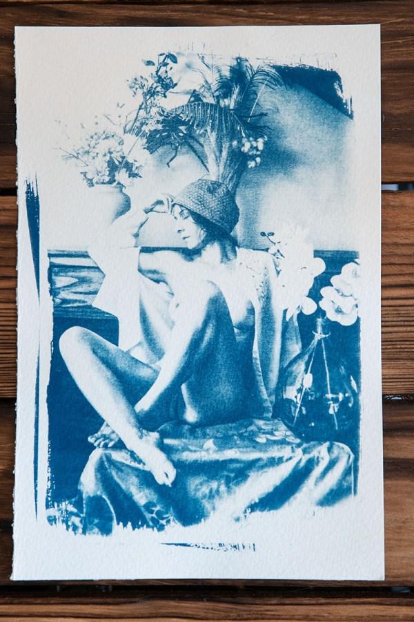 Cyanotype Nu aux fleurs