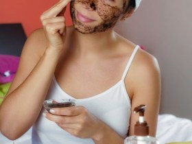 Are you looking for ways to have a natural skin glow using your own ingredients at home? DIY exfoliators are perfect for healing acne, reduce oily skin, open up your pores and also hydrate your dry skin, so in this post, you'll find DIY exfoliating scrub for your dry skin...check it out #DIYskincare #ExforliatingScrub #EforliatingScrubAcne