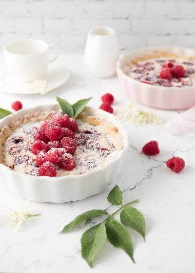 Himbeer-Cheesecake-Tarte mit Holunderblütensirup