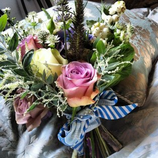 vintage_bouquet_blue_ribbon