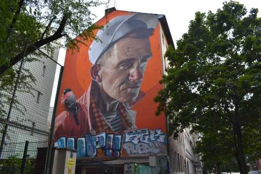 Street art a Kreuzberg: il volto di Smug One