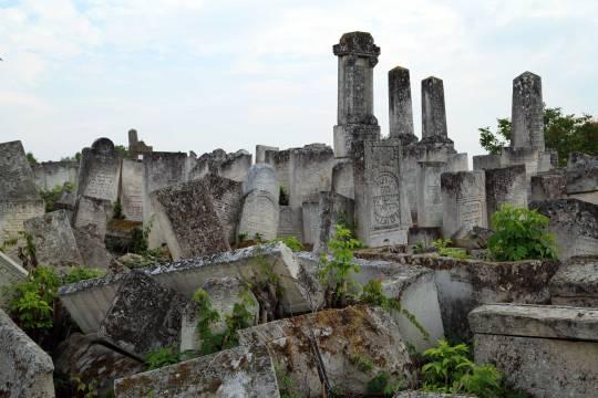 Jewish-cemetery-03