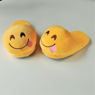 Emojitofflor som har tungan ute